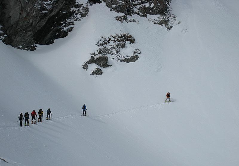 La consigne sur les distances de sécurité semble s'être arrêté au troisième skieur....