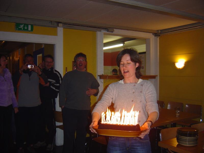 Faut pas demander qui a mis le feu au gâteau !