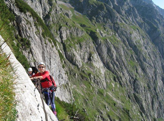 Jessica (11 ans) sur les flancs de la Zugspitze, point culminant de l'Allemagne