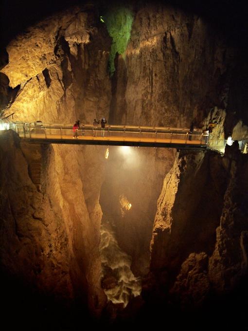 La grotte de Skocjan (photo by Ramon from Llanera [CC-BY-SA]